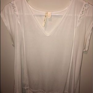 White v-neck shirt with detail